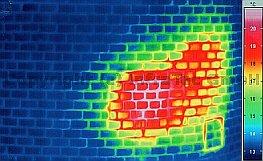 2011/07-08: Tipikus épületkárok termográfiai felismerhetősége - Tűzálló falazat állapotfelmérése (forrás: Infratec)