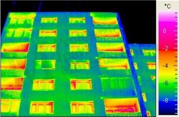 Épület-termográfia gyakorlati tanácsok a mérésekhez - Megfigyelési szög hatása (forrás: PIMI)