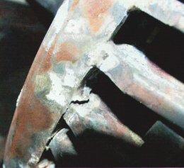 Rudtörés (lezskadás a rövidre záró gyűrűről) (forrás: CSi)
